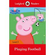 Peppa Pig Playing Football Ladybird Readers Level 2