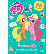 My Little Pony. In vacanta. Carte cu autocolante