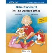 Beim Kinderarzt Kinderbuch Deutsch-Englisch mit Wort-Bild-Leiste auf jeder Seite - Ulrike Fischer, Gabi Hoppner