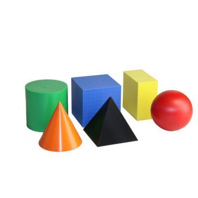 Set din 6 corpuri geometrice diferite, confectionate din plastic colorat.